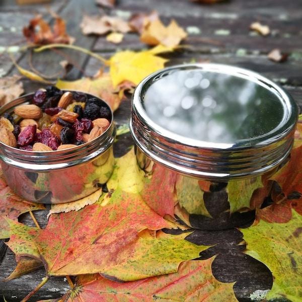 plechovka na sušené ovoce a nebo na snack