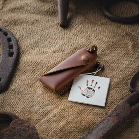 Kožená klíčenka ručně vyráběná
