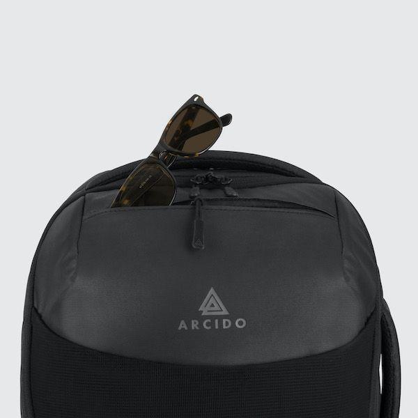 Cestovní batoh Oxna černá barva horní venkovní kapsa