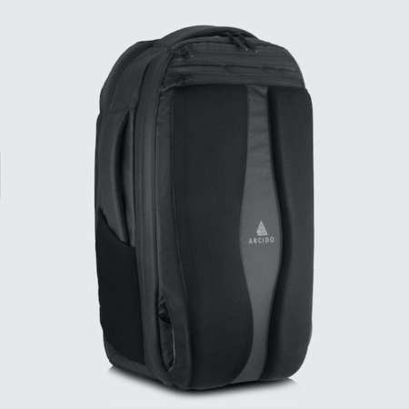 Cestovní batoh Oxna černá barva polstrovaná záda