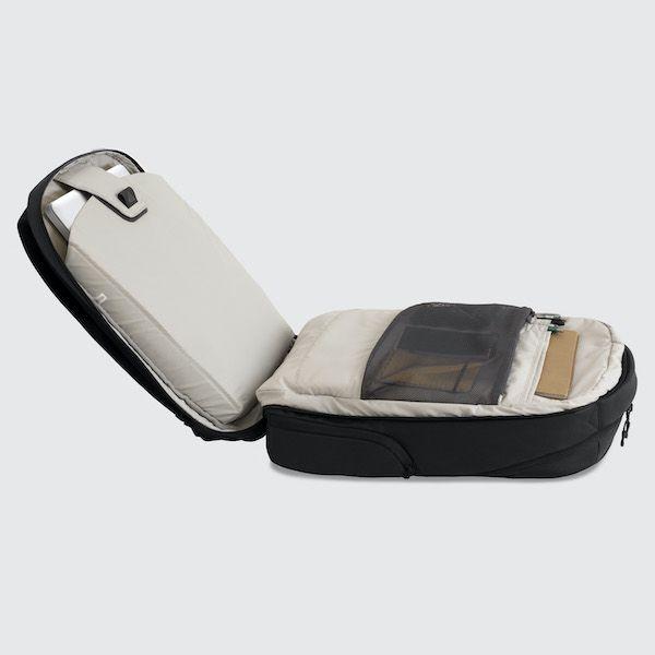 Cestovní batoh Oxna černá barva šedá vnitřní podšívka