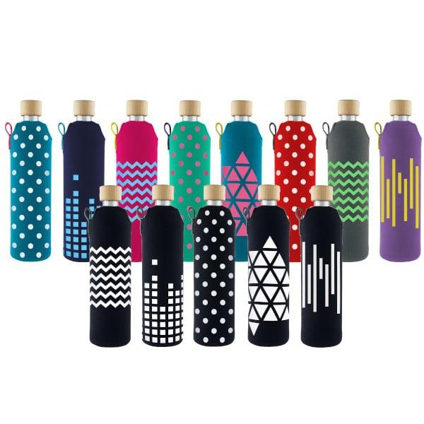 Skleněné láhve na pití v barevném neoprenovém obalu