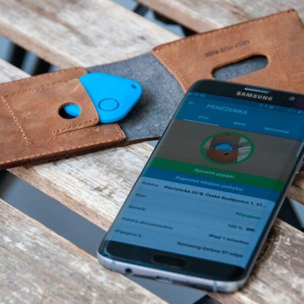 peněženka s trackerem
