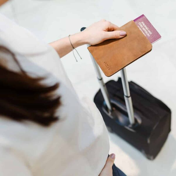 Chytré kožené pouzdro na doklady a peněženka Fixed Smile Passport