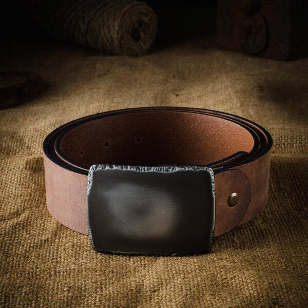 kožený pásek pro muže s elegantní přezkou