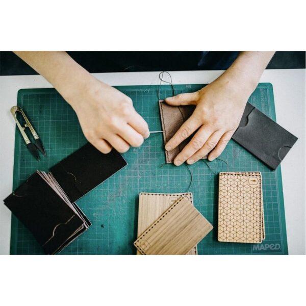 ruční výroba kožené peněženky