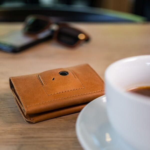 fixed kožená hnědá peněženka na tracker